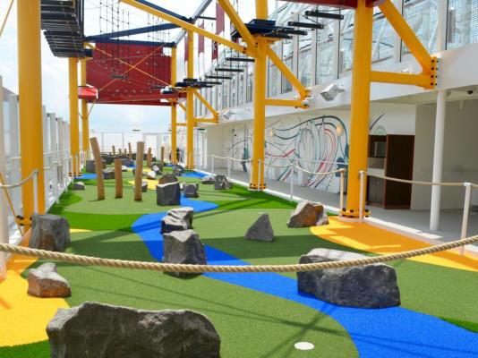 Kreuzfahrtschiffe Mini-Golfplatz